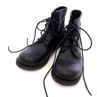 カズユキクマガイアタッチメント/KAZUYUKI KUMAGAI ATTACHMENT 6ホール GUIDI FIORE レースアップ レザー ブーツ 買取致しました。 買取参考価格は 15.000~20.000円前後 となっております。